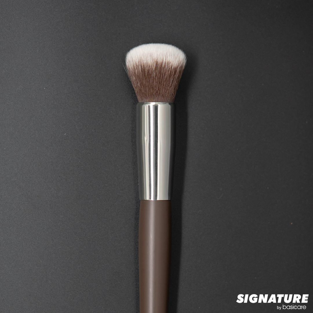 Signature Mineral Powder Brush